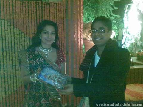 Famous Bollywood Actress Juhi Chawala Recieves Bhagavad Gita