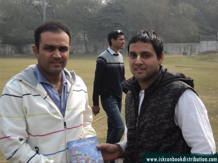 Indian Cricket Player Virendra Sehwag Recieves Bhagavad Gita